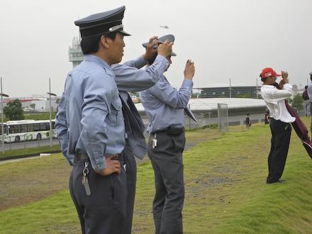 2007-10-07-f1-poliser.jpg